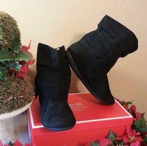 Women Black Short Scrunch Boots Size 8